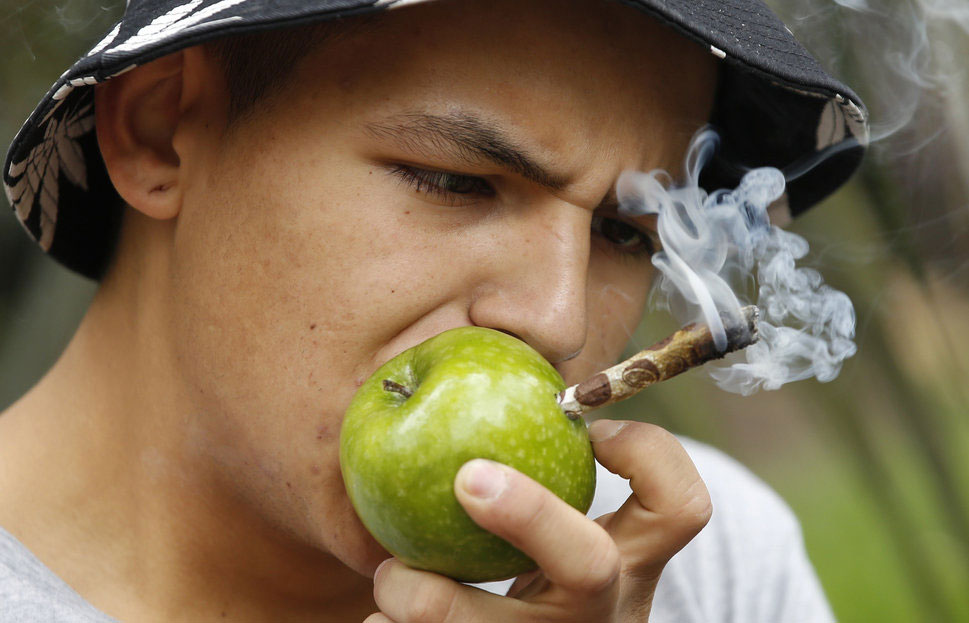Applejoint, Bogota, Protest, Smoking,