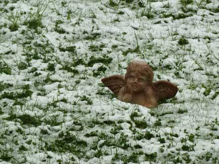 Engel im Schnee, Schneeengel, Schneeengel im April, April Wetter Zürich