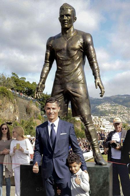 Ronaldo Statue, Dicke Hose Ronaldo, Ronaldo Football, Ronaldo Denkmal