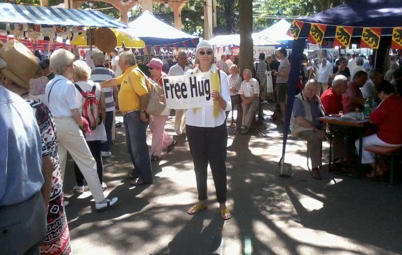 free hug, free hug zurich, hug movement