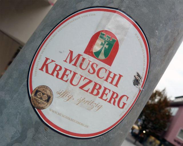 Muschi Kreuzberg, Guerilla-Marketing, Muschi im Unterland