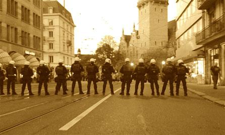 Polizeikette, Schwarze Ritter, Demo Zürich