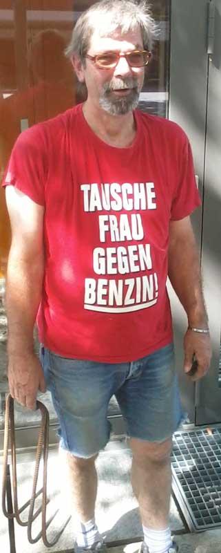 Tauschhändler, Tausche Frau gegen Benzin, T-Shirt Mann